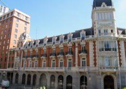 Fachada y cubierta de edificio Plaza de España